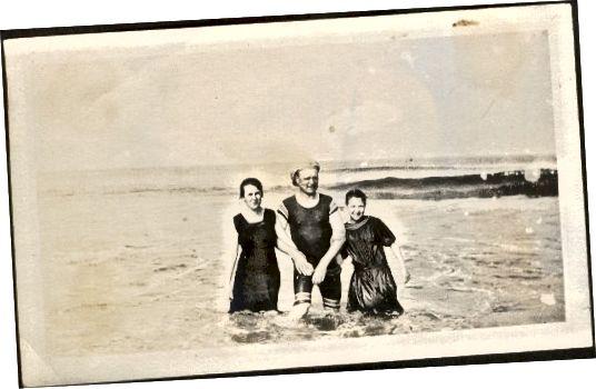 Οικογένεια στο Surf 1915