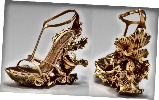 जब वह इन नीलामियों को पहनता है, तो आपको अतिरिक्त $ 65,000 के प्राचीन वस्तुओं के लिए अपना बटुआ लेना न भूलें। आपने उसे इन जूतों को देकर अपनी उदारता दिखाई है, अब असली घटना के लिए रुकें!