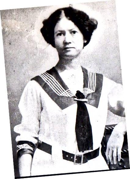 1914 زن در بلوز ملوان