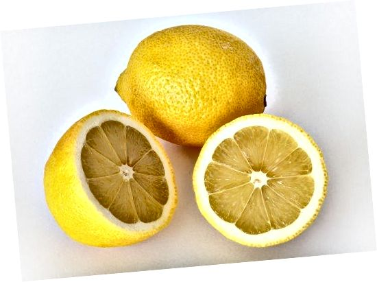 Δοκιμάστε το χυμό λεμονιού για λιπαρά μαλλιά!