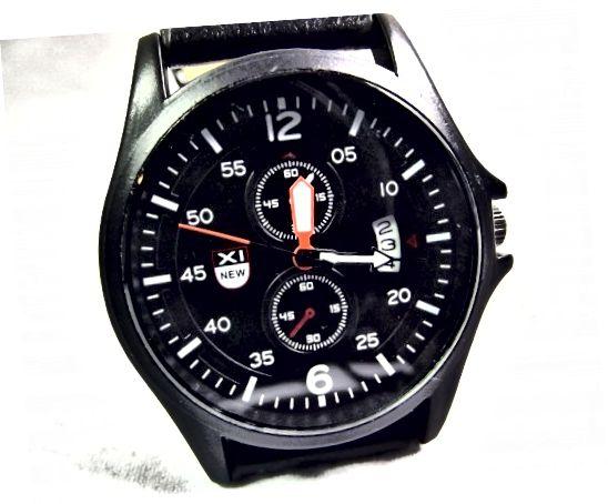 Cette montre présente une complication de date.