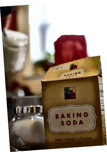 बेकिंग सोडा पिंपल्स सहित कई तरह की बीमारियों के लिए सबसे पुराना और सरल प्राकृतिक उपचार है।