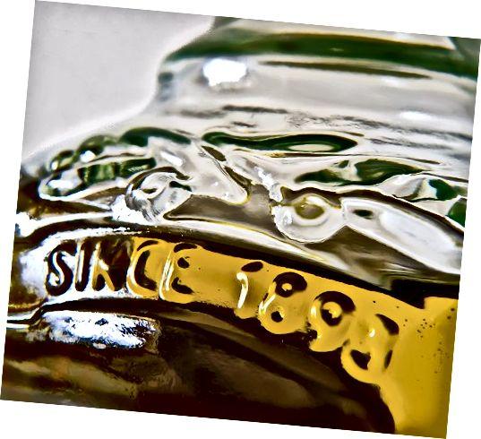 जैतून और अन्य तेलों को सदियों से न केवल उनके स्वाद के लिए बल्कि उनकी चिकित्सा और त्वचा पर सौंदर्य प्रभाव के लिए भी श्रद्धा दी गई है।