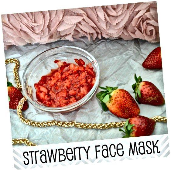 ماسک صورت توت فرنگی با ماست و عسل