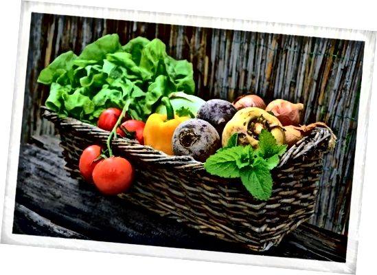 Яденето на много зеленчуци всеки ден, особено ако можете да изберете дъга от цветове, ще бъде от полза за цялостното ви здраве и кожата ви!
