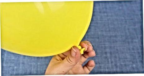 Qo'l bilan nasos yordamida balonni portlatish