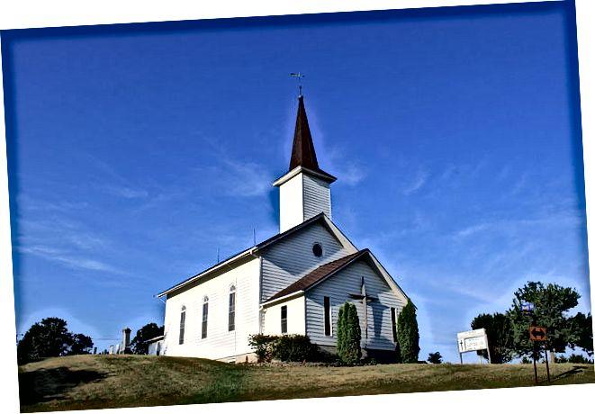 Разлика между църква и параклис