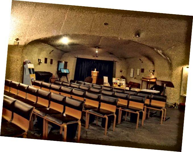 Църква срещу параклис