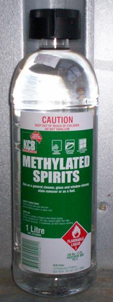 Klíčový rozdíl - aceton vs. metylovaný alkohol
