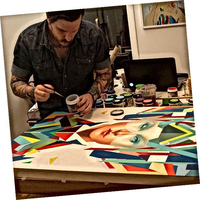 Διαφορά μεταξύ καλλιτέχνη και τεχνίτη
