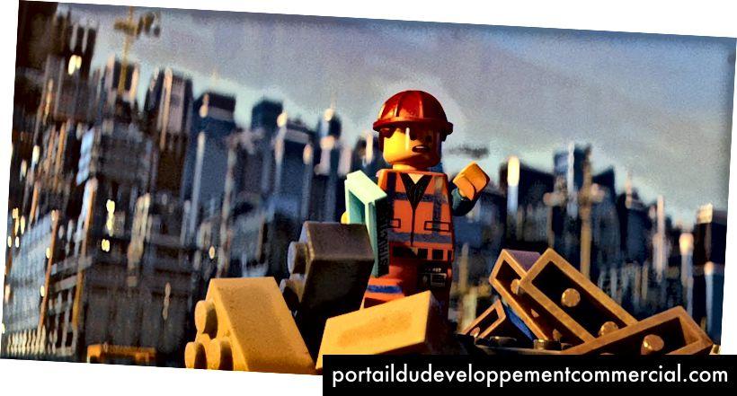 Les bâtisseurs sont sympas, mais les gratte-ciel sont construits par équipes. (image © Warner Bros. Animation et le groupe Lego)