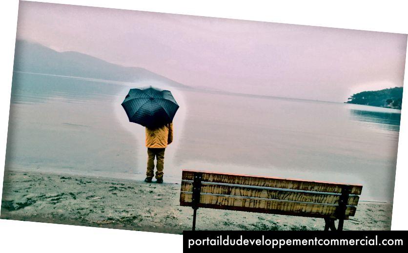 Fotografirao Nihat iz Pexelsa https://www.pexels.com/photo/beach-bench-dawn-lake-340705/