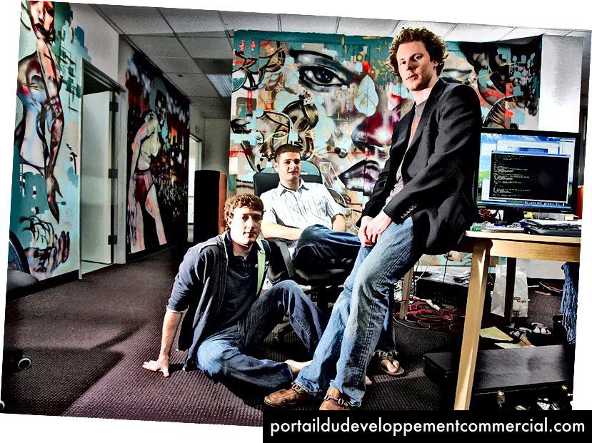 शॉन पार्कर, फेसबुक के पूर्व अध्यक्ष, 2005 में, मार्क जुकरबर्ग और डस्टिन मोस्कोविट्ज़ के साथ। क्रेडिट जिम विल्सन / द न्यूयॉर्क टाइम्स।