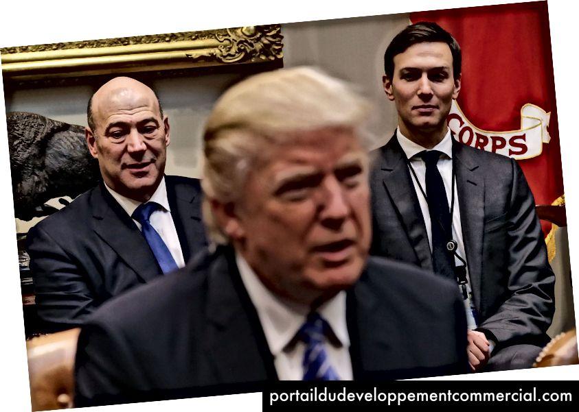 Gary Cohn (à gauche), directeur du Conseil national de l'économie, et Jared Kushner (à droite), conseiller principal, écoutent le président américain Donald Trump prononcer le discours d'ouverture lors d'une réunion avec des dirigeants d'entreprises à la Maison Blanche, le Roosevelt Room, le 23 janvier 2017 - Puce Somodevilla / Getty Images