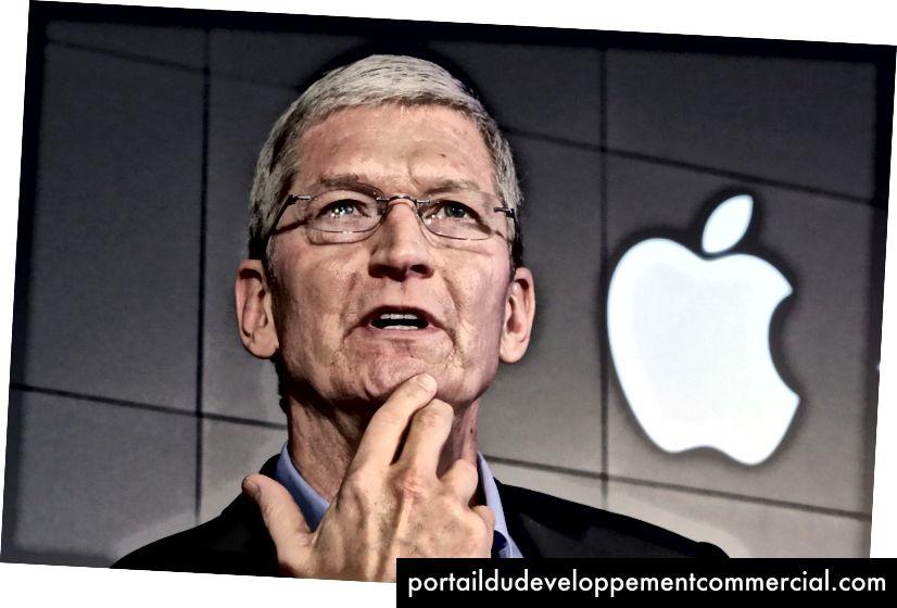 Apple के सीईओ टिम कुक न्यूयॉर्क में IBM Watson मुख्यालय में एक समाचार सम्मेलन के दौरान एक सवाल का जवाब देते हैं- 30 अप्रैल, 2015 (एपी फोटो / रिचर्ड ड्रू, फाइल)