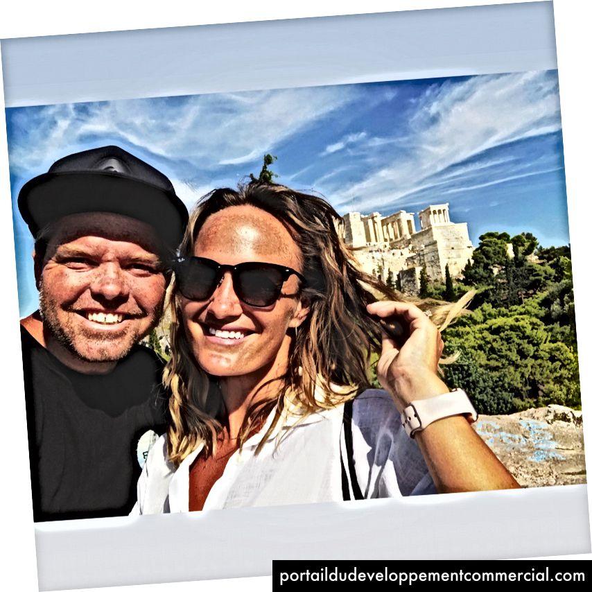 Les auteurs Richie et Natalie Norton sur Mars Hill, Athènes en Grèce devant le Parthénon (été 2018)