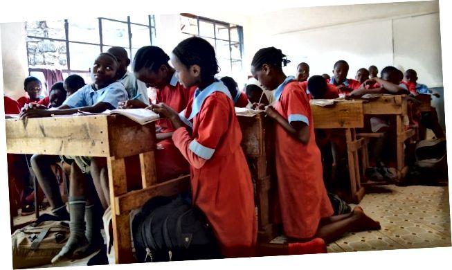 Часови у основној школи Рирута у Кенији су претрпани. (Тхомас Круцхем)