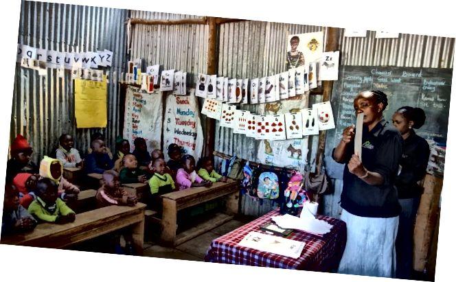 """У школама """"Бридге"""", као што је овде у Ицхуги на северу Кеније, наставници предају релативно мале часове са великим успехом. (Тхомас Круцхем)"""