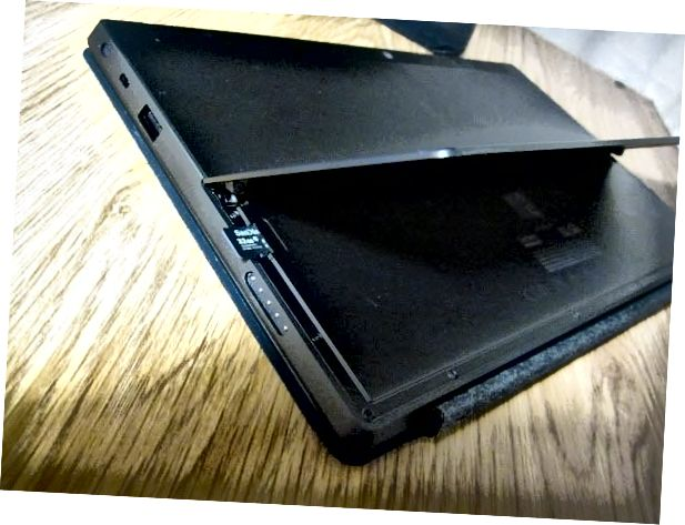 Steckplatzfläche für MicroSD-Karte [2]