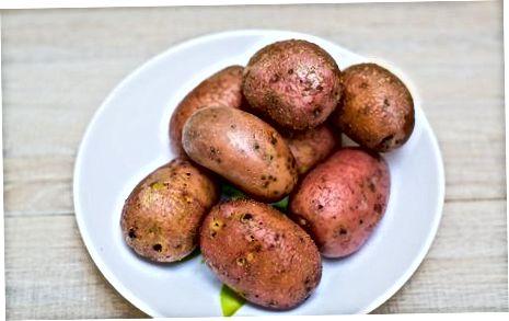 Салата от гъби и картофи с шунка