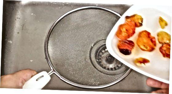 Правене на чили паста