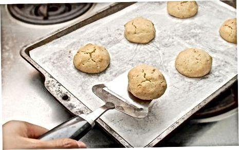 Пригответе и изпечете бисквитките