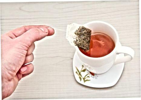 Приготвяне на чай от мента от чаена торбичка