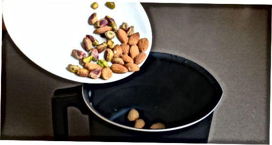 Приготвяне на ядки и мляко