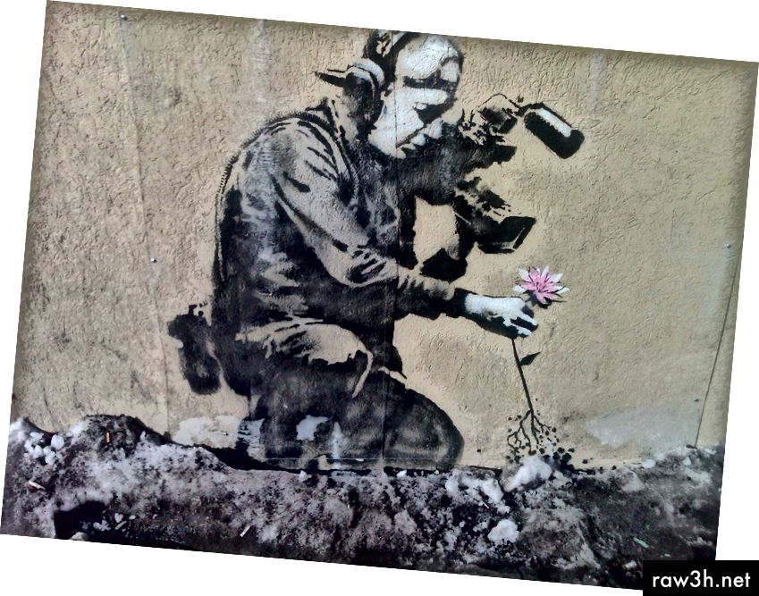 """Camera Man and Flower"" od Banksy. Šablona na beton. 2010."