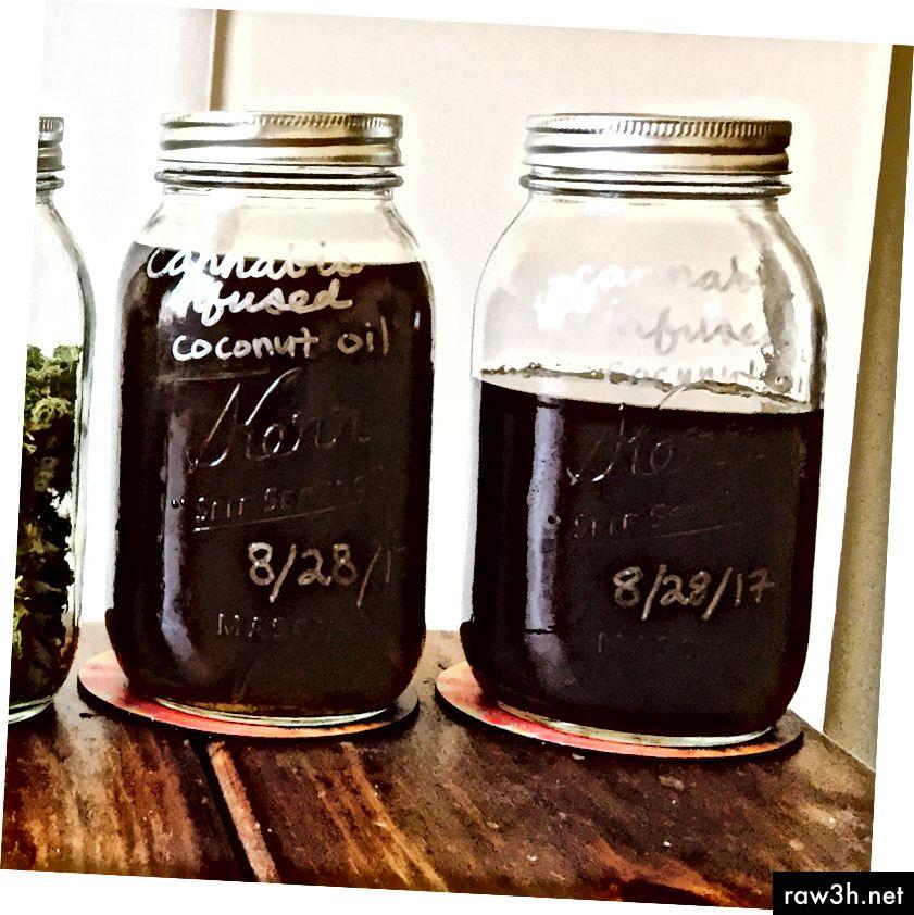 Кокосово масло, напоено с вискозен канабис.