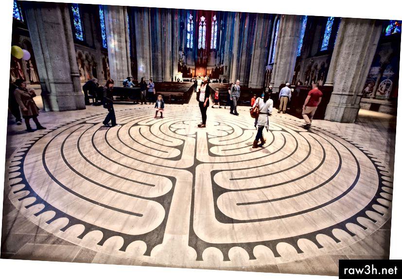متاهة في كاتدرائية غريس في سان فرانسيسو (الصورة: إريك)