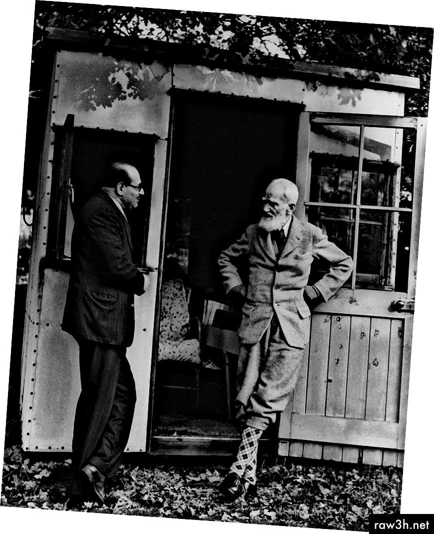 George Bernard Shaw v kůlně svého spisovatele. Foto: Getty