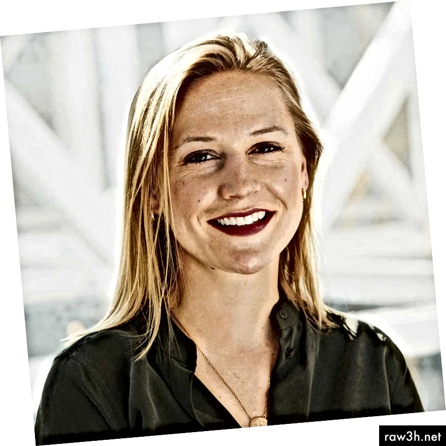 كاتي ديل هي مديرة تصميم الخبرة في Airbnb