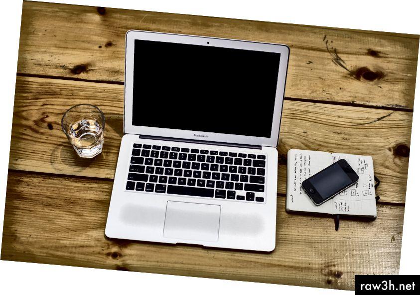 Plánování nové webové aplikace může být obtížné (Foto: Luca Bravo on Unsplash).