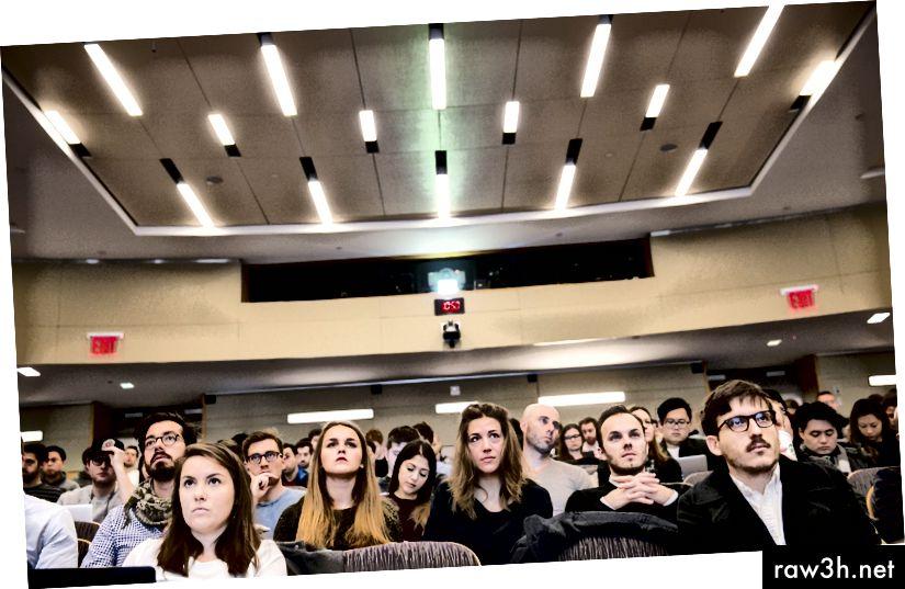 Számos felső iskola hozzáadott vagy siet, hogy osztályokat vegyen fel a Blockchain technológiáról