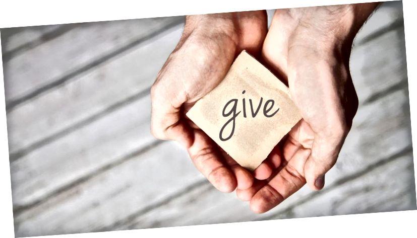 Κανείς δεν είναι πάρα πολύ πλούσιος για να δεχτεί και κανείς δεν είναι πολύ φτωχός για να δώσει