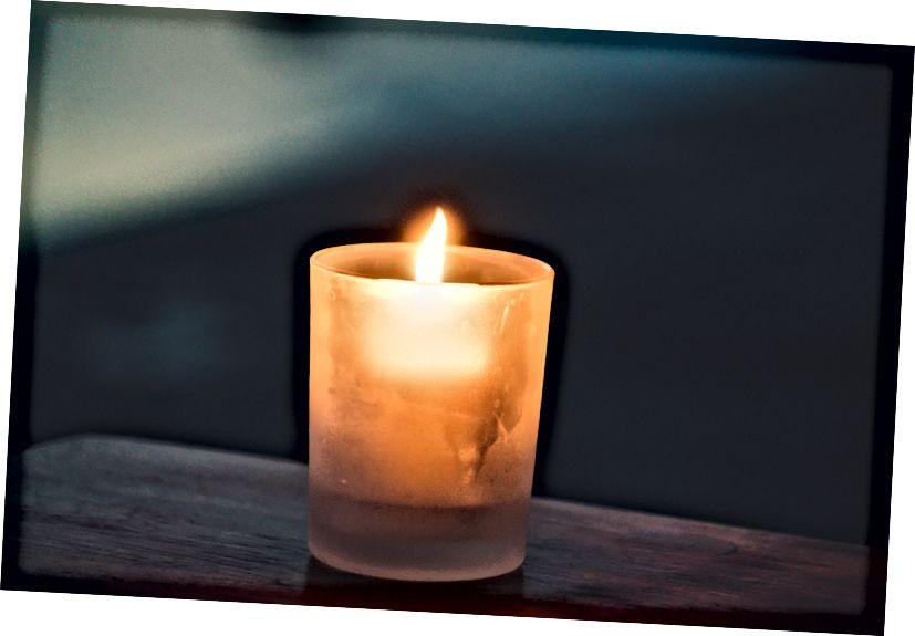 Vaše svíčka nemusí být velká, aby fungovala. Foto: Paolo Nicolello na Unsplash