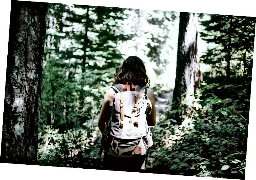 Kvindelig rejsende-foto af Jake Melara på Unsplash