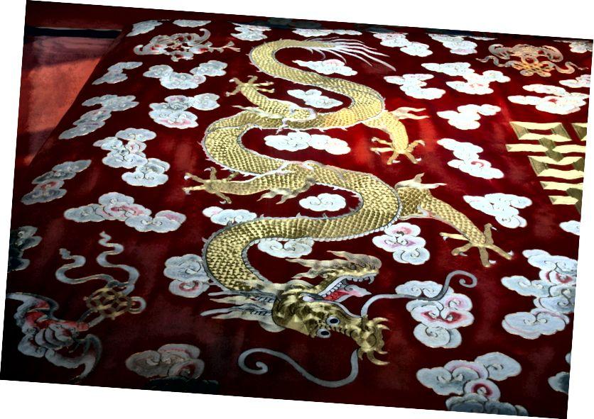 সূত্র: https://www.publicdomainpictures.net/en/view-image.php?image=17520&picture=tapestry