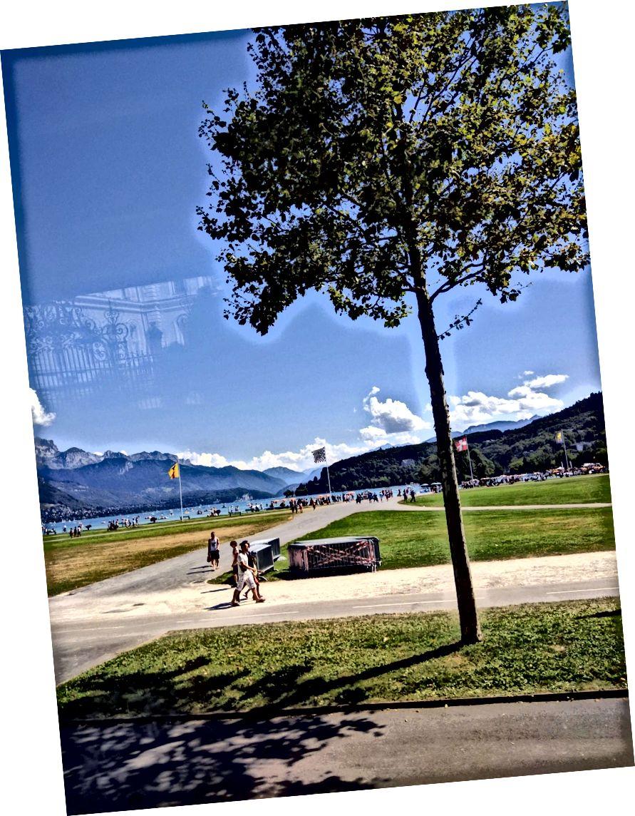 La primera visió inoblidable del llac d'Annecy