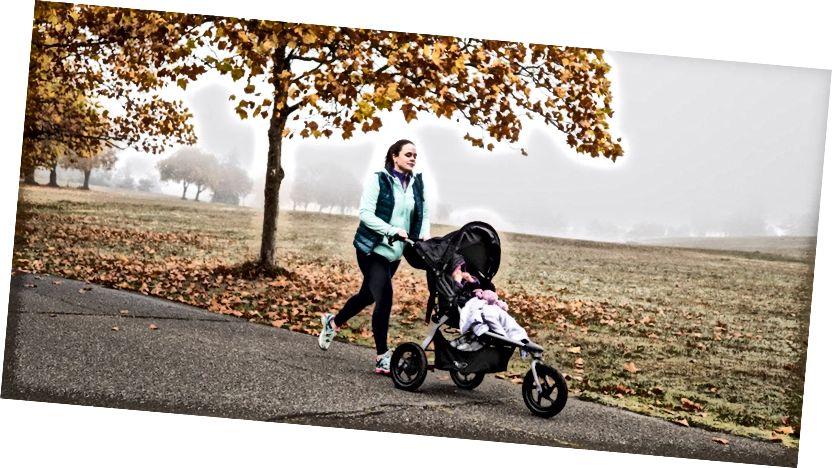 Kører med en jogging klapvogn
