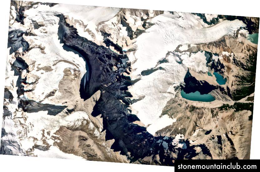 Monte Fits Roy, Chili va Argentina nodir ko'rinishi. 2016 yil 2-mart. RapidEye. Image © 2018 Planet Labs, Inc. cc-by-sa 4.0.