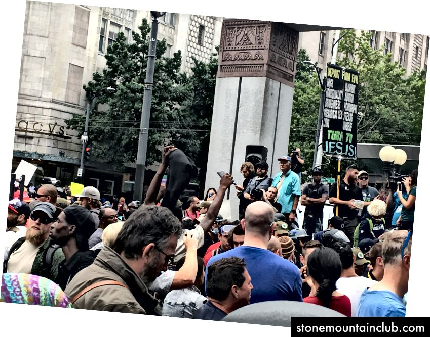 Patriot namozi 2017 yil 13-avgust kuni Sietldagi Westlake markazida yig'iladi