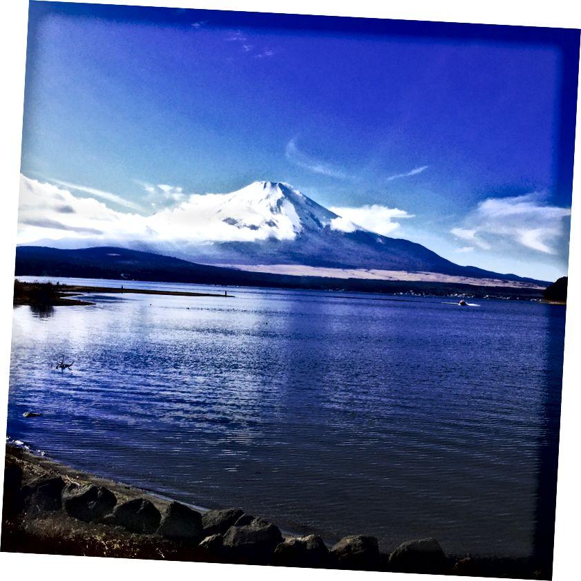 Mt görünüşü Yamanaka gölündən Fuji, Yamanakako