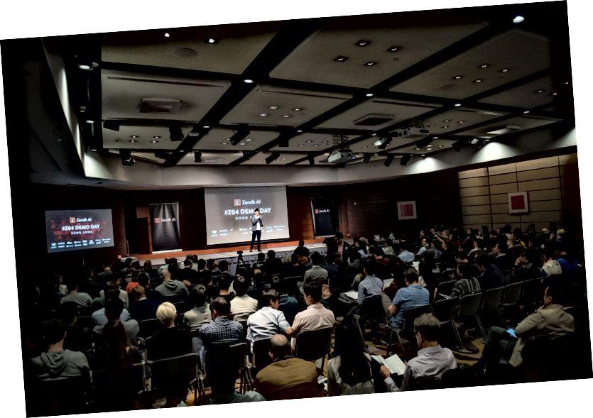 Raymond Yip apre il Demo Day # Z04 a Hong Kong. Non solo ha svolto un lavoro impeccabile moderando l'evento, ma ha supportato tutte queste startup nella crescita delle loro attività. Una volta che una startup viene accettata in Zeroth, diventano parte di una famiglia. Siamo in questo viaggio insieme.