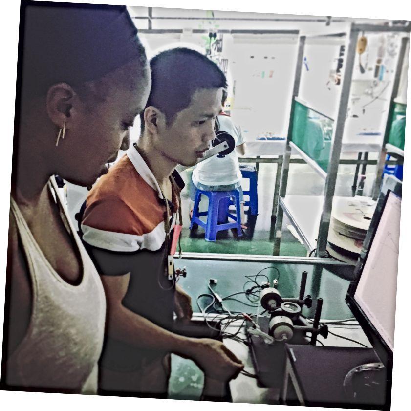 Test audio à l'usine de Shenzhen. Crédits: Leigha Chartrand