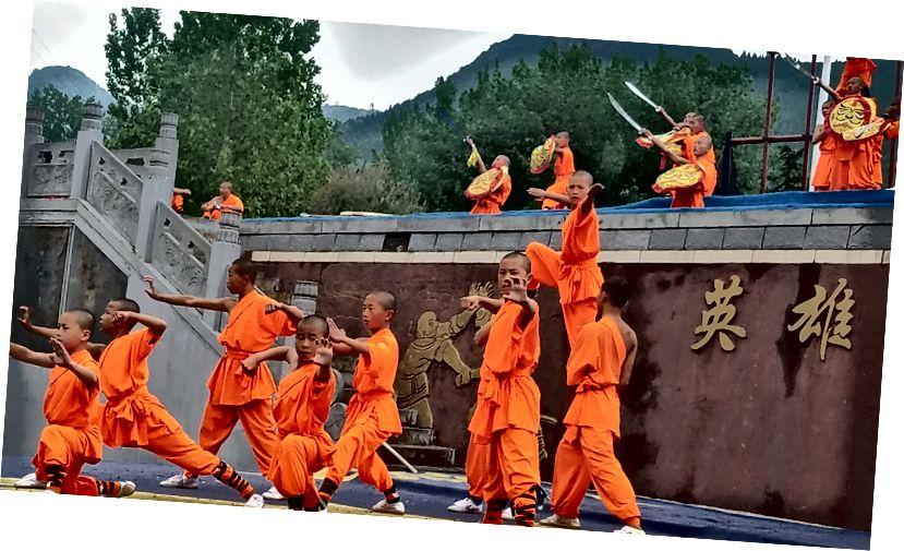 Menningarleg sýning í Shaolin hofinu í Dengfeng, CN