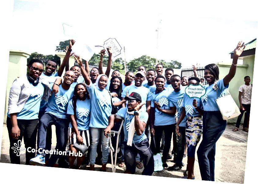 Studenti volontari guida in OAU