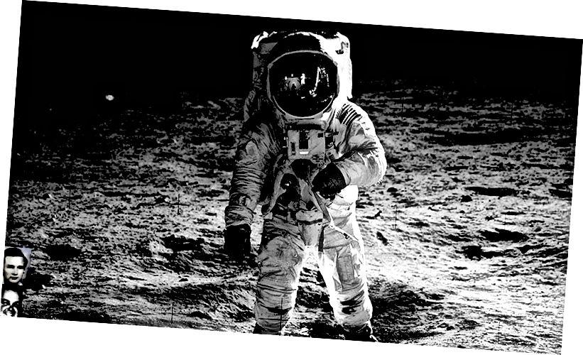Neil Armstrong trên mặt trăng (với tai nghe PlantICS)