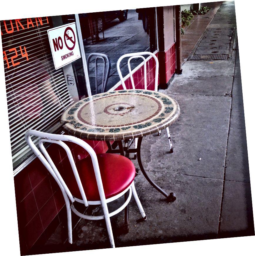 Ceci est la chaise que j'ai assise dans une interview post-YC lorsque Kevin Hale a appelé pour nous inviter à rejoindre le lot S14 de Y Combinator